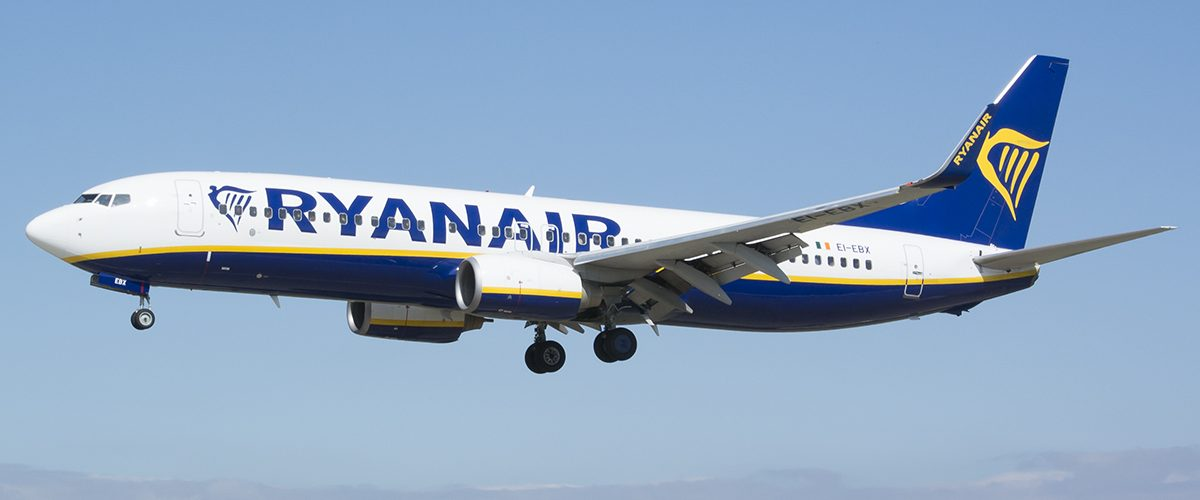 Ryanair busca nuevos empleados para formarlos como tripulantes de cabina