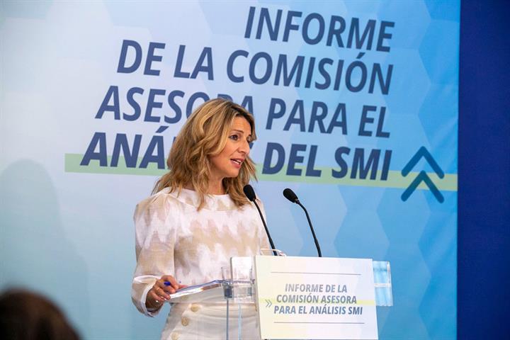 Yolanda Díaz, presenta los resultados del informe sobre la subida del salario mínimo profesional
